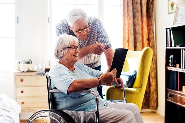 senior-couple-using-a-tablet-8EPTAQR